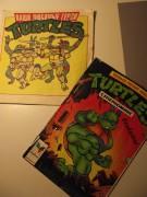 замечательная разукрашка, которая вернула меня к черепахам в классе этак 6, когда я о них уже забыла. случайна нашла среди других своих книг при уборке, и понеслось... ну и комикс.год на нём не нашла. но я маленькая ещё довольна была... - DSCF2150.JPG