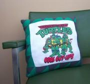 Изображения TMNT, их символика и т.п. на различных предметах - Черепашки Ниндзя - подушка (2).jpg