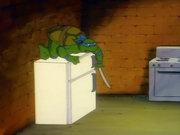 Скриншоты из мультиков - злая черепаха на холодильнике.jpg
