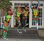 Косплей на Черепашек Ниндзя - Halloween-Costumes-Teenage-Mutant-Ninja-Turtles-Girls.jpg