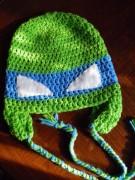 Изображения TMNT, их символика и т.п. на различных предметах - Леонардо - вязаная шапочка.jpg