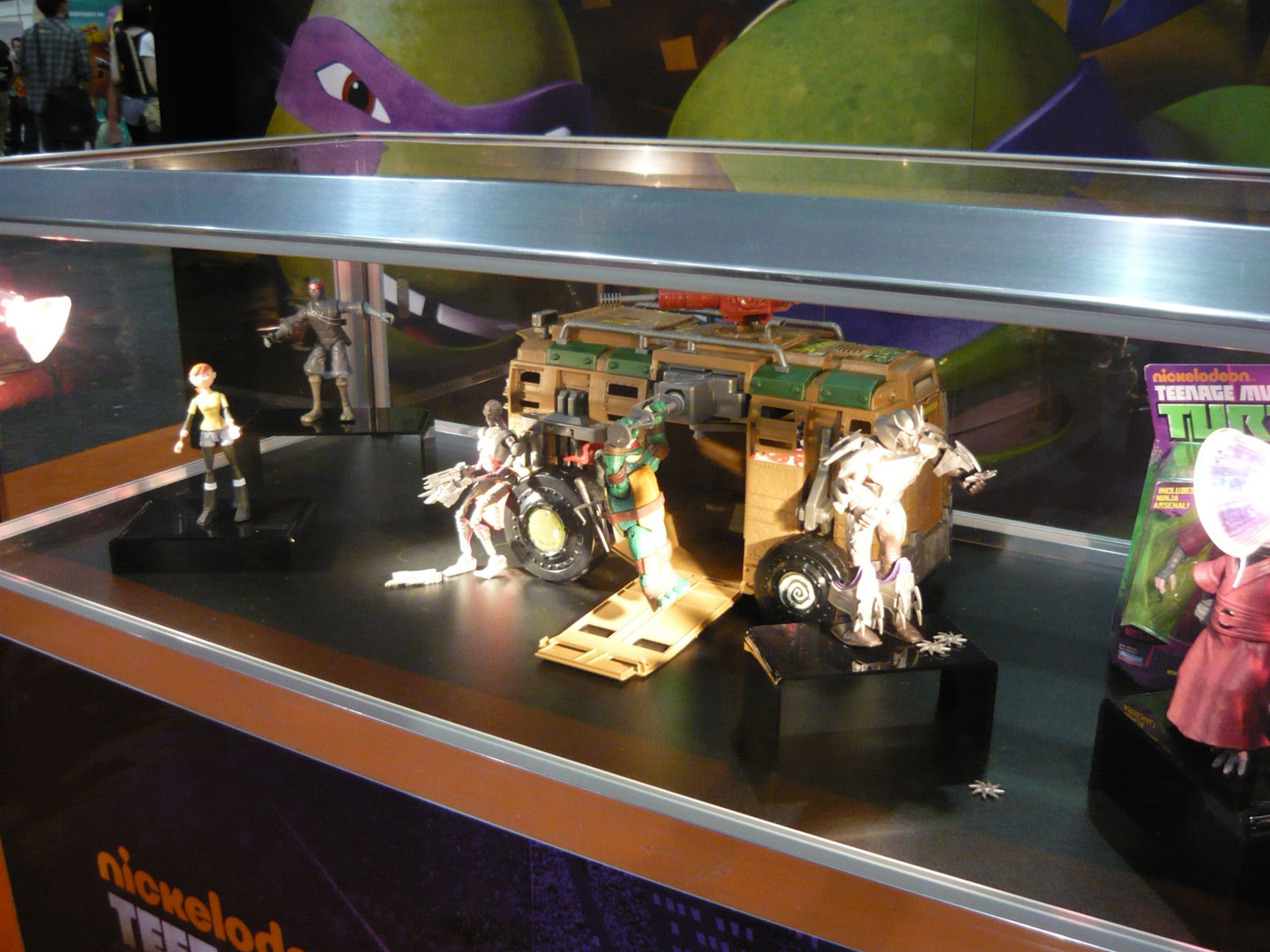 Nickelodeon-Teenage-Mutant-Ninja-Turtles-Booth-At-London-UKs-MCM-Expo-London-Comic-Con-2012-Animation-CGI-TMNT-Animation-Animated-Display-Action-Fiqures-TMNTToys3