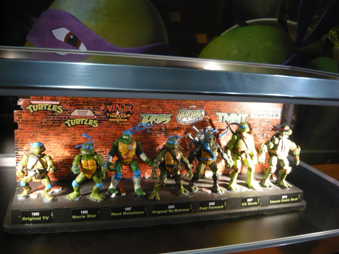 Nickelodeon-Teenage-Mutant-Ninja-Turtles-Booth-At-London-UKs-MCM-Expo-London-Comic-Con-2012-Animation-CGI-TMNT-Animation-Animated-Display-Action-Fiqures-TMNTToys4-Timeline